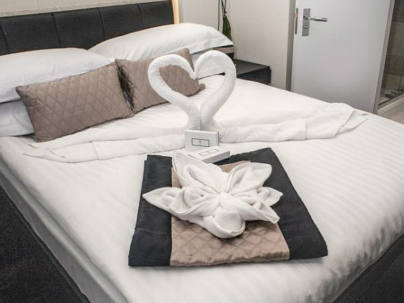 Get a good night's sleep in your comfortable room at 39 Suites London