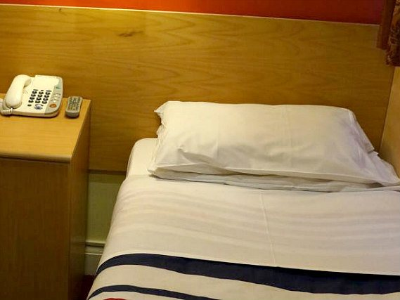 Single rooms at London Guest House Acton provide privacy