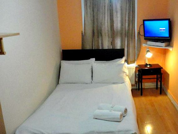 A typical double room at City View Hotel Roman Road