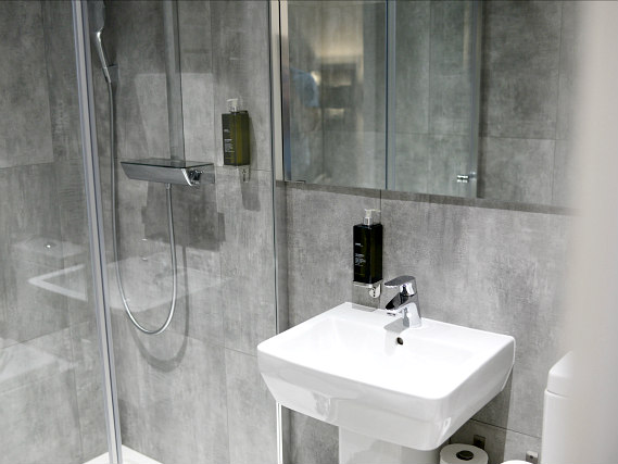 A bathroom at The 29 London (fka Airways Hotel)
