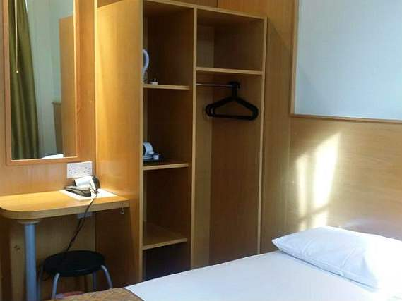 Single rooms at Arriva Hotel provide privacy