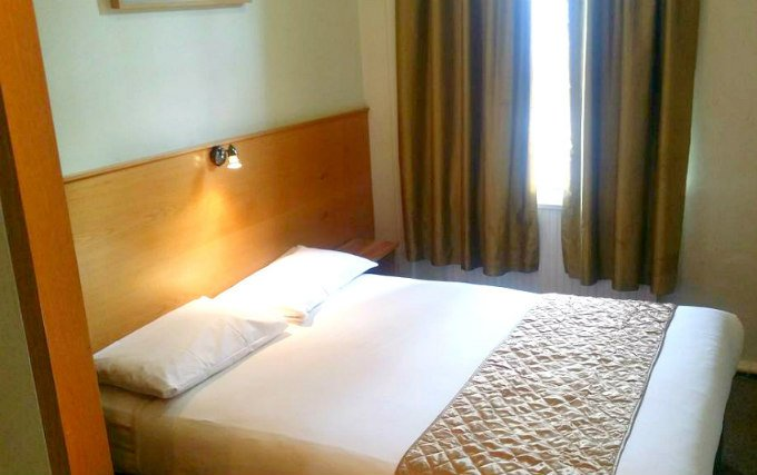 A comfortable double room at Arriva Hotel