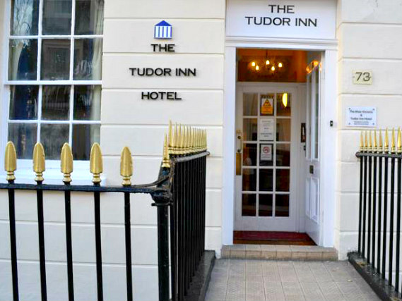 Blair Victoria Hotel is situated in a prime location in Victoria close to Victoria Train Station