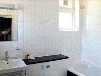 Modern bathroom facilities at Bridge Park Hotel