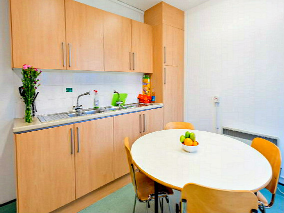 Save even more money by preparing your own food in the self-catering kitchen at Great Dover Street Apartment Rooms
