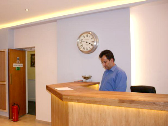 Pacific Hotel London has a 24-hour reception so there is always someone to help