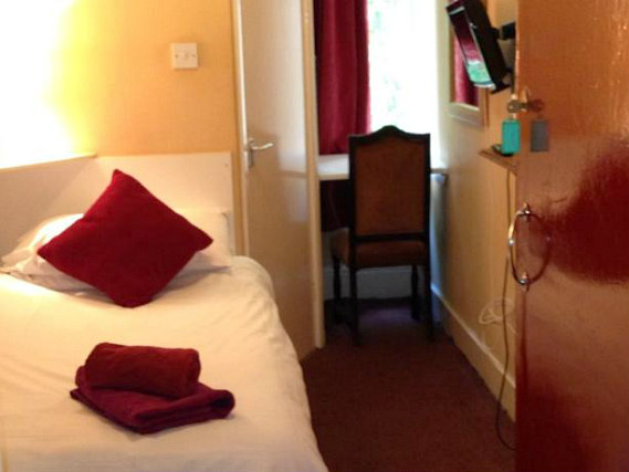A comfortable single room at Abbey Lodge Hotel