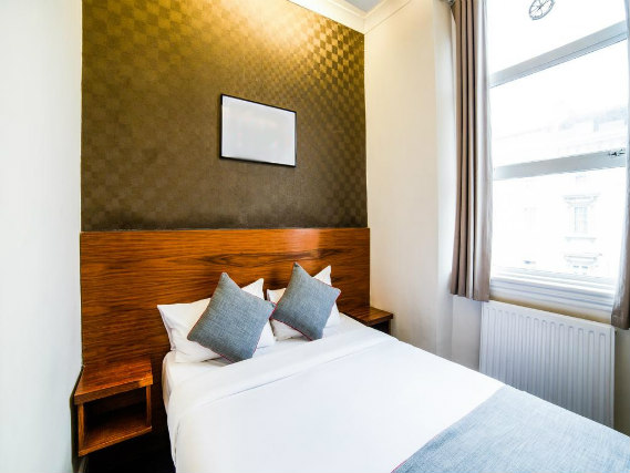 A comfortable double room at Park Hotel London