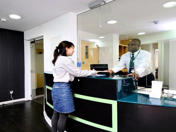 Park House Hostel London has a 24-hour reception so there is always someone to help
