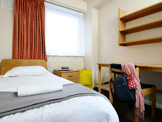 Single rooms at Park House Hostel London provide privacy
