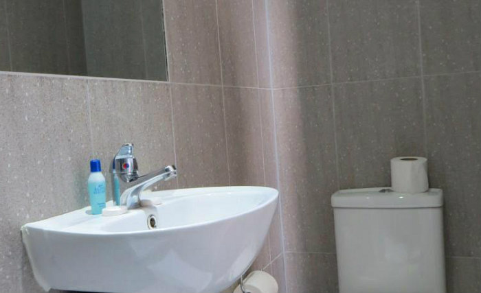 A typical bathroom at Abercorn House