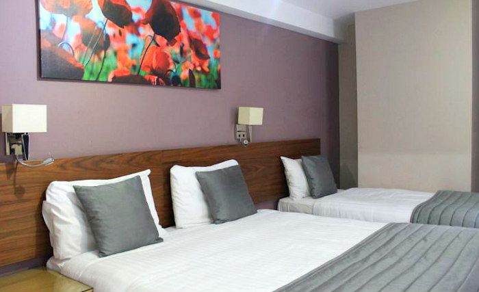 Triple rooms at Sheriff Inn London are the ideal choice for groups of friends or families