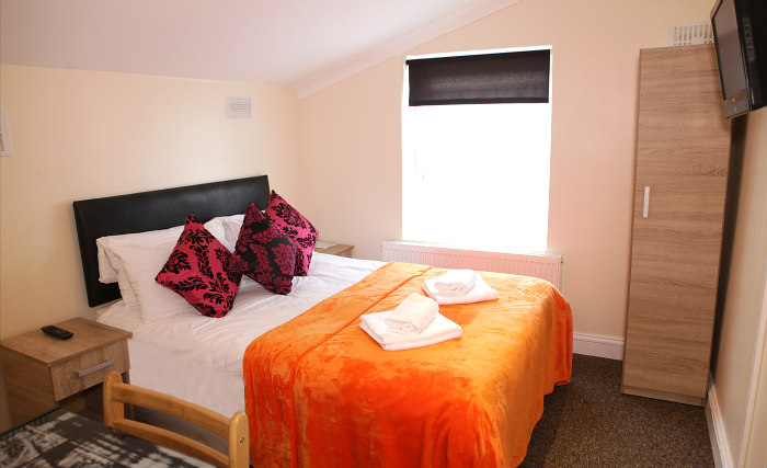 Get a good night's sleep in your comfortable room at Hub House London