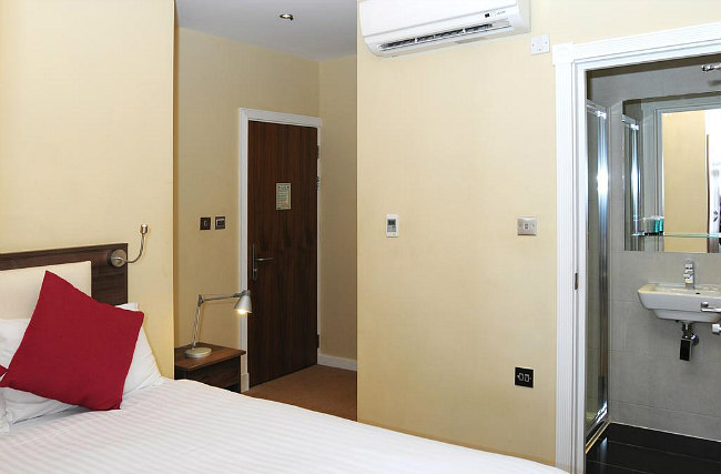 A comfortable double room at Knaresborough Boutique Apartments