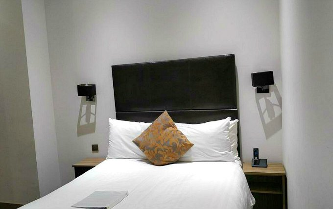 A double room at Maitrise Hotel London Edgware Road