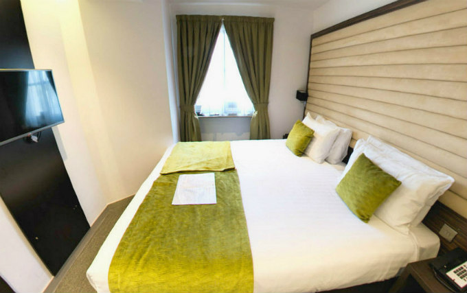 A double room at Maitrise Hotel London Maida Vale