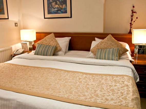Get a good night's sleep in your comfortable room at Staunton Hotel London