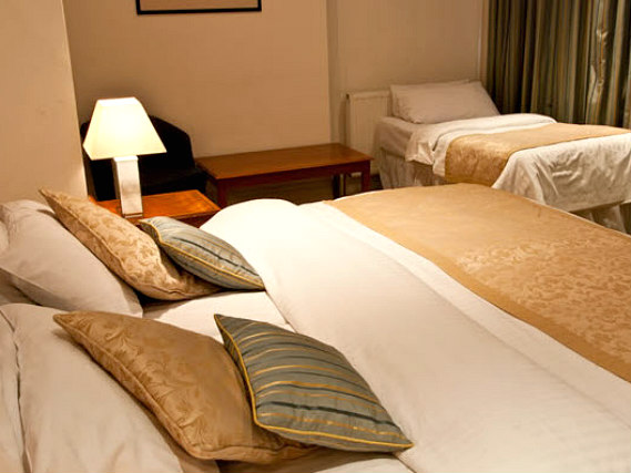 Triple rooms at Staunton Hotel London are the ideal choice for groups of friends or families