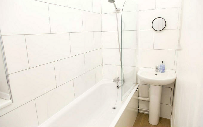 Shower system at Cosmos Apartment Hackney