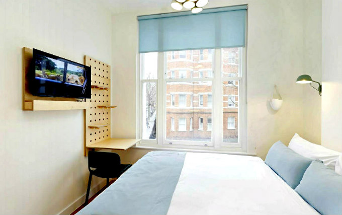 A comfortable double room at Philbeach Studios