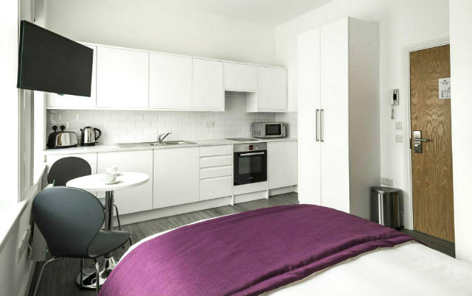 A double room at Smart Stay Swiss Cottage