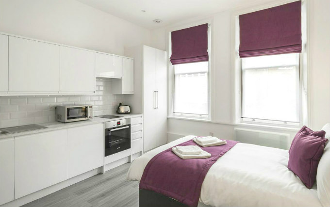 A comfortable double room at Smart Stay Swiss Cottage