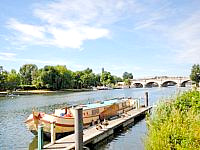The Thames itself is nearby, providing attractive scenery and riverside walks