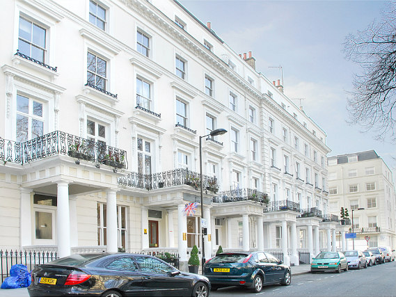 Shaftesbury Premier Notting Hill is located close to Portobello Road Market
