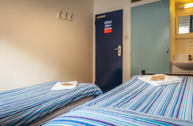 A typical twin room at Carr-Saunders Hall