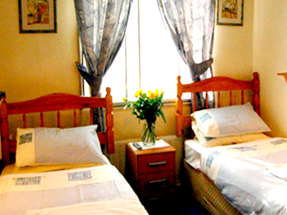 A twin room at Broadway Lodge is perfect for a two guests