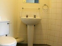 Clean Bathrooms at Dinwiddy House Budget Rooms
