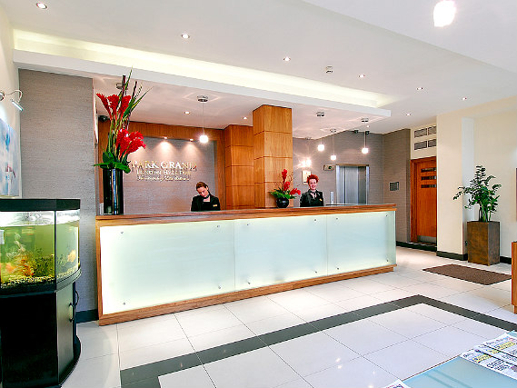 You will be sure to have a wonderful stay at the Shaftesbury Premier London Hyde Park Hotel