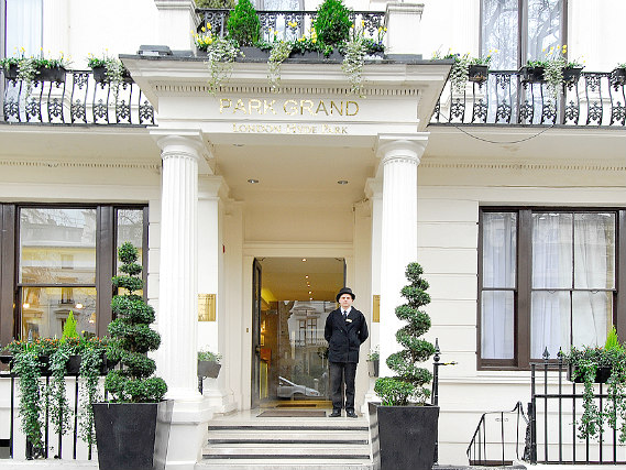 Shaftesbury Premier London Hyde Park Hotel is situated in a prime location in Paddington close to Bayswater Road Artists
