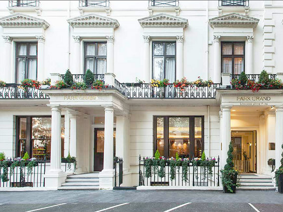 Shaftesbury Premier London Hyde Park Hotel is located close to Bayswater Road Artists