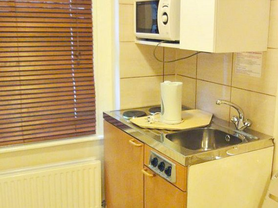 Dylan Kensington is located close to a 24 hour supermarket, perfect for your kitchenette