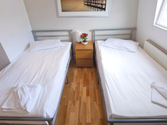 A spacious twin room at 146 Suites Gloucester Place