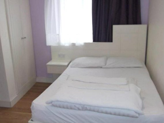 A comfortable double room at New Pembury Hotel