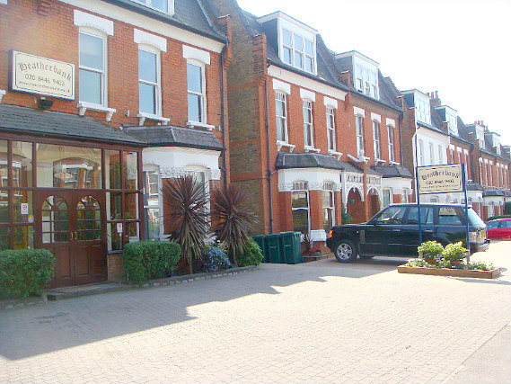 Heatherbank Guesthouse is situated in a prime location in Finchley close to Alexandra Palace