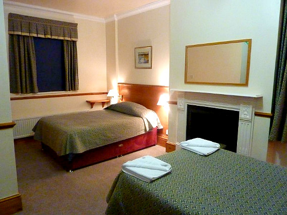 A typical triple room at Heatherbank Guesthouse