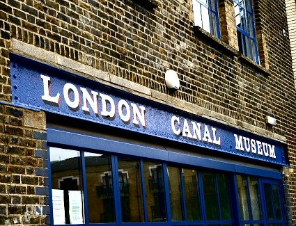 Book a hotel near London Canal Museum