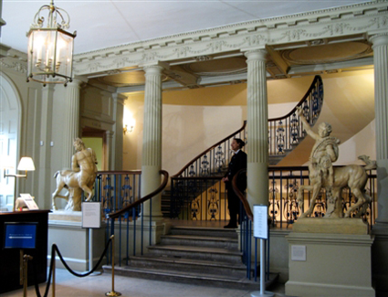 Book a hotel near Courtauld Institute Gallery