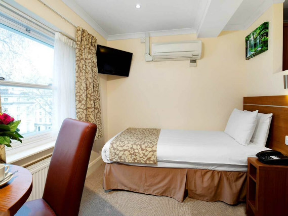 Double room at Bayswater Inn