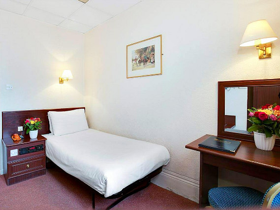 Single rooms at Bayswater Inn provide privacy