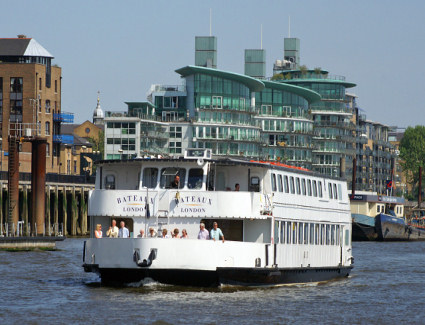 Book a hotel near Bateaux London