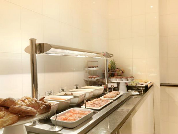 Enjoy breakfast at Hyde Park Premier Hotel