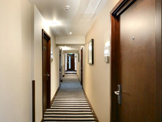 Common areas at Hyde Park Premier Hotel
