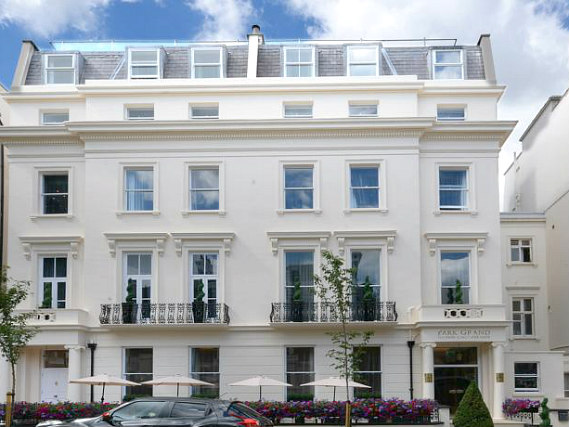 Hyde Park Premier Hotel is situated in a prime location in Paddington close to Queensway