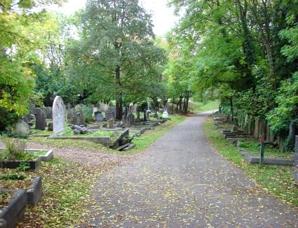 Book a hotel near Highgate Cemetery