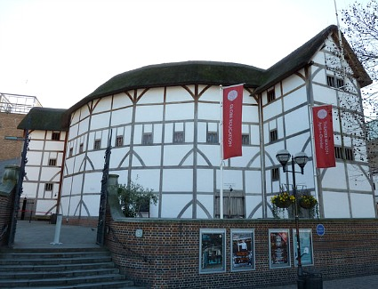 Book a hotel near Shakespeares Globe Theatre