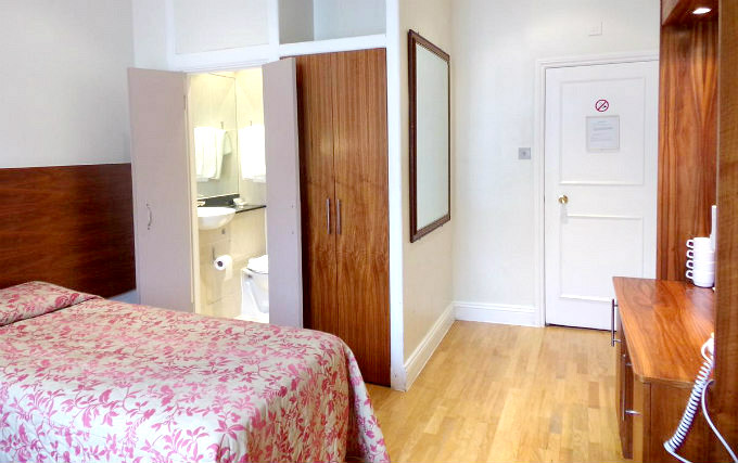 A single room at Wedgewood Hotel London